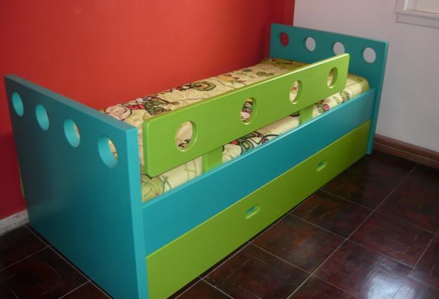 cama infantil con baranda y carro