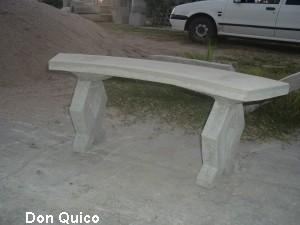 bancos de hormigon curvo de metro para mesas redondas