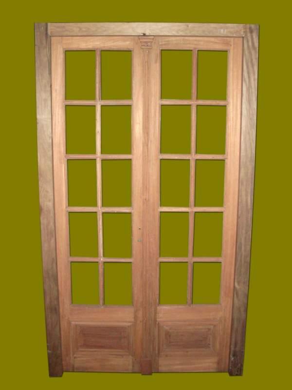 puerta de interior vidrios repartidos en madera