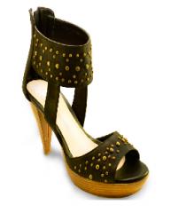 Zapato con tachas