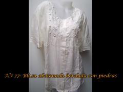 Blusa abotonada bordada con piedras - AV77