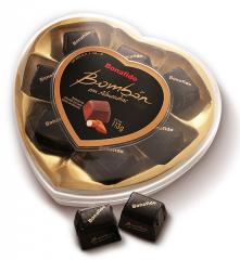 Caja con forma de corazón con bombones