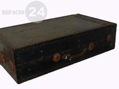 Baúlr, placard de madera interior con perchero metálico móvil doble