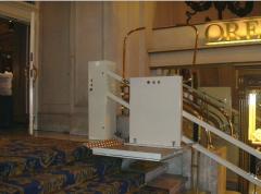 Plataforma inclinada para escaleras rectas y curvas