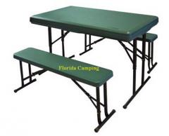 Mesa con 2 bancos