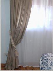 Cortina plana de gasa y cortinado en lino con