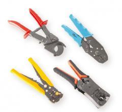 Herramientas manuales para compresión de terminales, pelado y corte de conductores.
