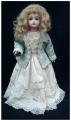 Muñeca antigua, reliquia