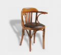 Silla con posa brazo, asiento tapizado. Art. 185