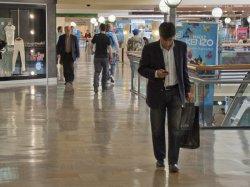 Las ventas en los comercios minoristas cayeron un 6,4% en abril