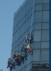 Pedido Limpieza de frente de edificios y de vidrios en altura
